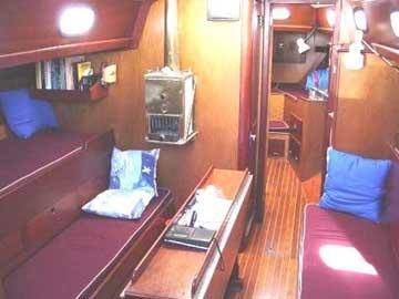 Hinckley Bermuda 40 interior