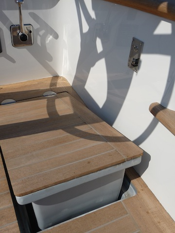 Isobel deck detail