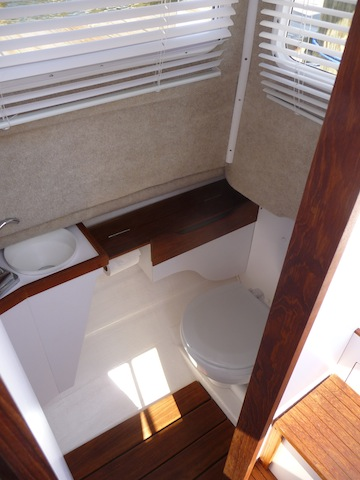 Com-Pac 23 Pilothouse interior