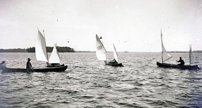 Sailing canoes (photo)