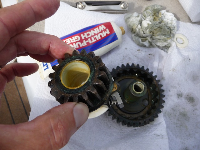 Winch gears lubricated