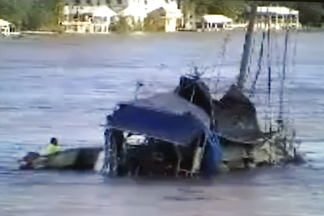 Sailboat sinking in Brisbane flooding