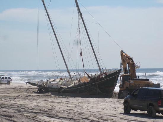 Schooner Papillon removed from beach
