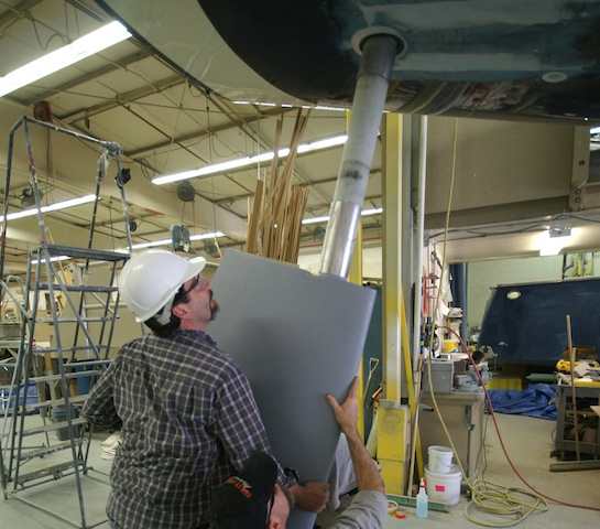 Installing a sailboat rudder