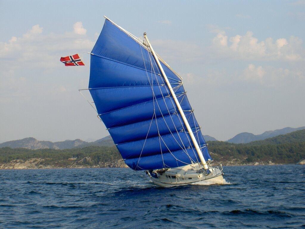Junk rig under sail