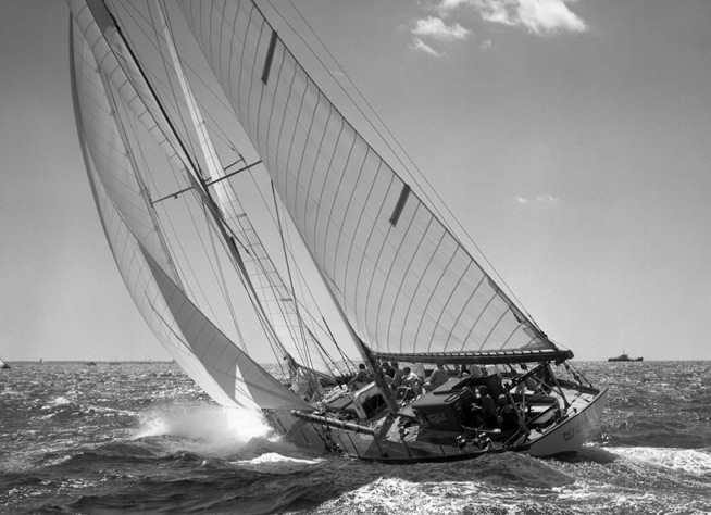 Schooner Nina to windward