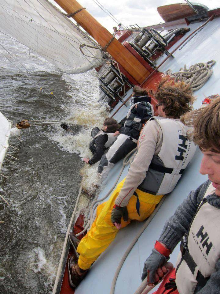 Racing barge